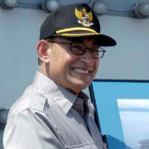Alwi_Shihab_aboard_USS_Abraham_Lincoln_(cropped)