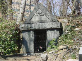 whitman-tomb
