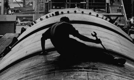 Roosevelt extends working hours for war industries